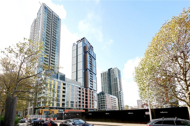 Property to buy in E14 8JH - CWF200003 - Canary Wharf - Picture No. 01