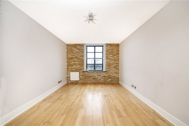 Property to rent in E14 8JH - CWL190965 - Canary Wharf Lettings - Picture No. 02