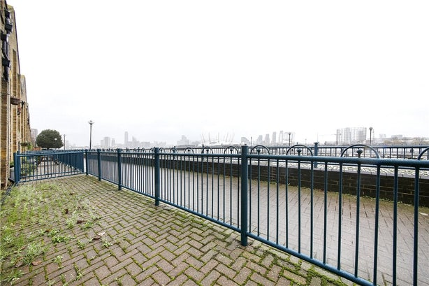 Property to rent in E14 8JH - CWL190965 - Canary Wharf Lettings - Picture No. 12