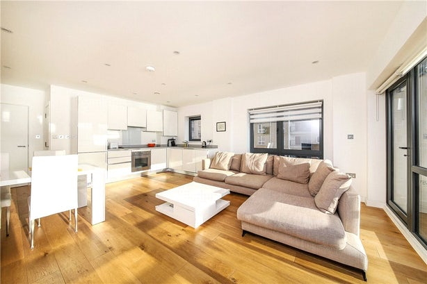 Property to rent in E14 8JH - CWL200120 - Canary Wharf Lettings - Picture No. 11