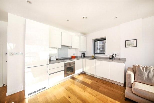 Property to rent in E14 8JH - CWL200120 - Canary Wharf Lettings - Picture No. 16
