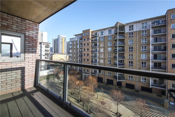 Property to rent in E14 8JH - CWL200120 - Canary Wharf Lettings - Picture No. 22