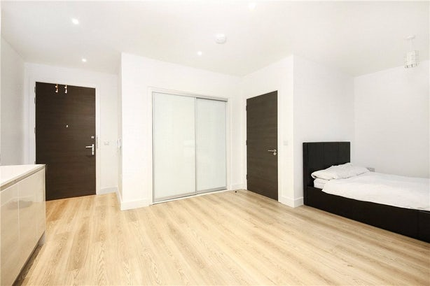 Property to rent in E14 8JH - CWL200347 - Canary Wharf Lettings - Picture No. 05