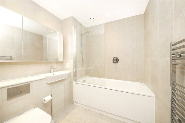 Property to rent in E14 8JH - CWL200347 - Canary Wharf Lettings - Picture No. 01