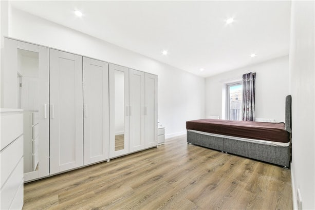 Property to rent in E14 8JH - CWL200368 - Canary Wharf Lettings - Picture No. 13