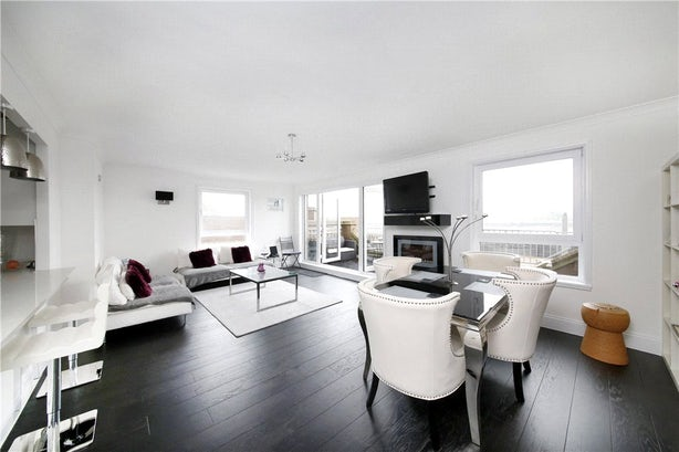 Property to rent in E14 8JH - CWL200479 - Canary Wharf Lettings - Picture No. 01