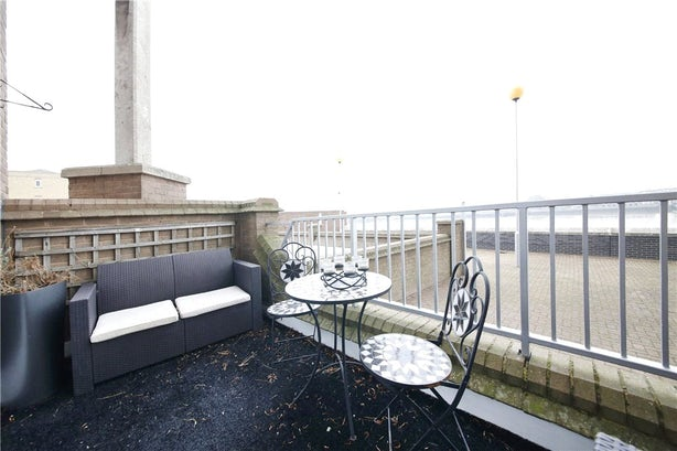 Property to rent in E14 8JH - CWL200479 - Canary Wharf Lettings - Picture No. 04
