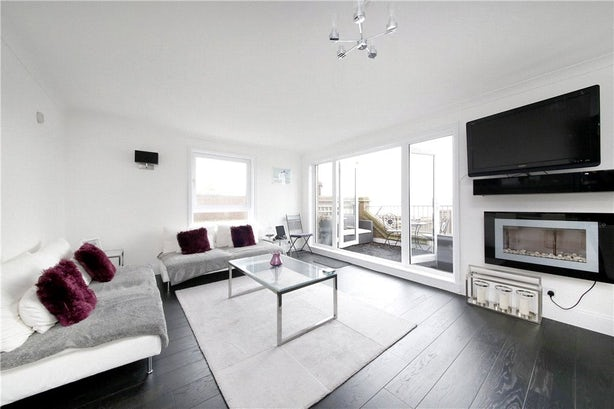 Property to rent in E14 8JH - CWL200479 - Canary Wharf Lettings - Picture No. 03