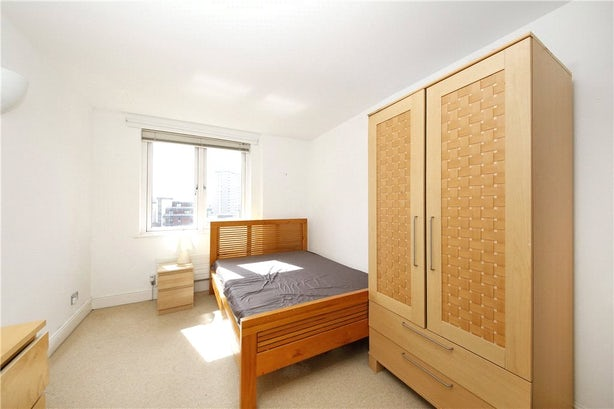 Property to rent in E14 8JH - CWL200489 - Canary Wharf Lettings - Picture No. 09