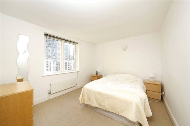 Property to rent in E14 8JH - CWL200489 - Canary Wharf Lettings - Picture No. 10