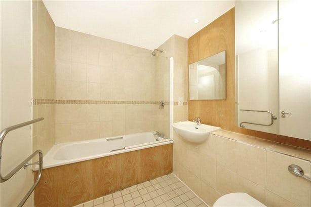 Property to rent in E14 8JH - CWL200489 - Canary Wharf Lettings - Picture No. 11
