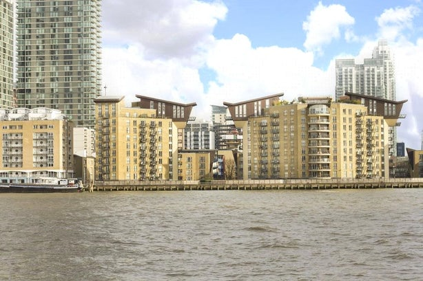 Property to rent in E14 8JH - CWL200489 - Canary Wharf Lettings - Picture No. 03