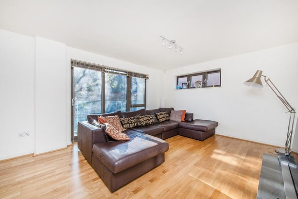 Property to rent in E1 8EY - CTY141499 - City Lettings - Picture No.01