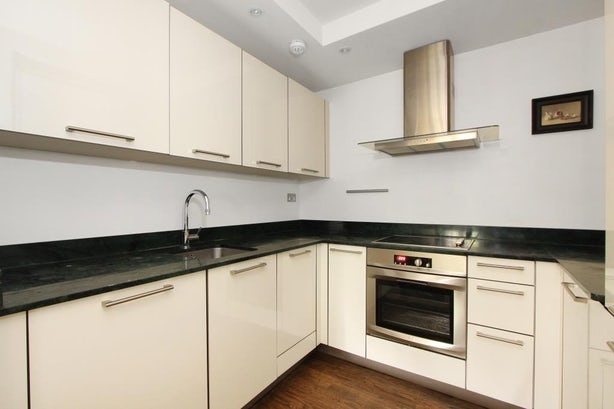 Property to rent in E14 8JH - CWF132074 - Canary Wharf Lettings - Picture No.12