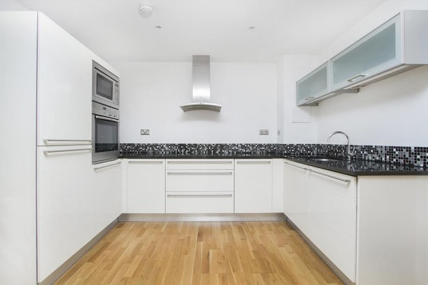 Property to rent in E14 8JH - CWF150530 - Canary Wharf Lettings - Picture No.09
